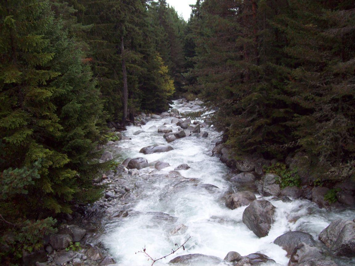 pirin-river-bansko-bulgaria+1152_12879000316-tpfil02aw-19099
