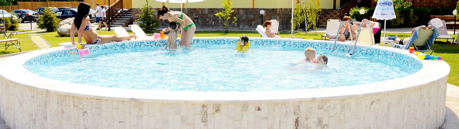 Child_Pool_02
